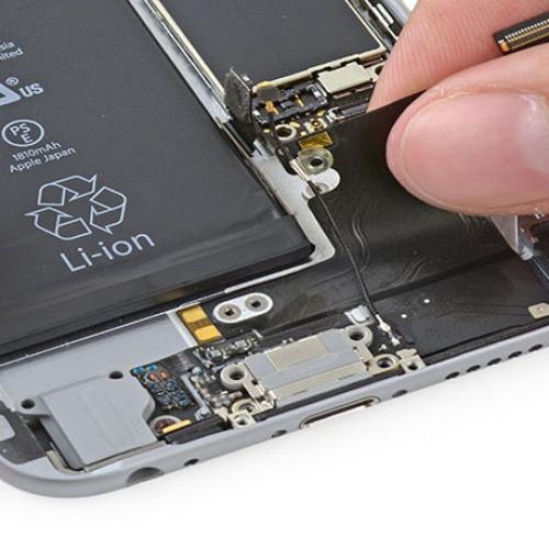 Thay dây cáp sạc iPhone 6